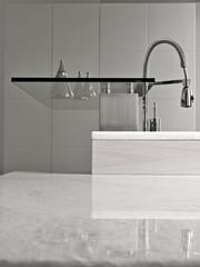 dettaglio del  rubinetto di acciaio in cucina moderna