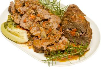 Arrosto di manzo farcito con pancetta,carota e cipolla