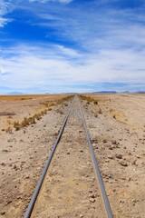 Eisenbahnschienen verschwinden im Nichts