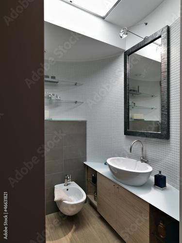 """""""dettaglio di un bagno moderno nel sottotetto"""" Stock photo and royalty-free images on Fotolia ..."""