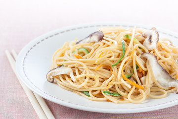 fried noodles with vegetables and shiitake
