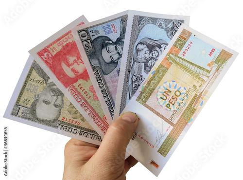 Современные кубинские банкноты.