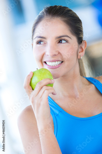 Woman weating an apple