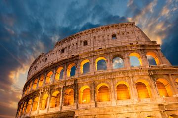 Wspaniały widok na Koloseum w jej magnificience - su jesień