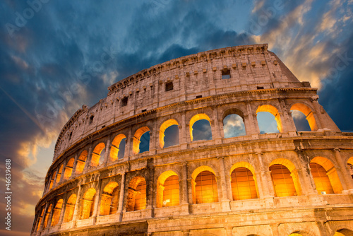 Poster Wonderful view of Colosseum in all its magnificience - Autumn su