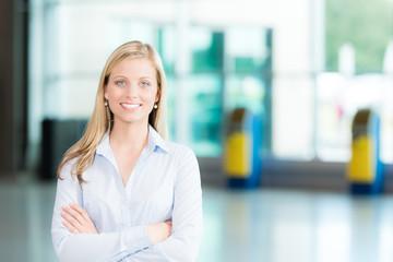 Lächelnde Business-Frau