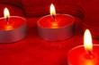 Kerzenschmuck in rot