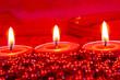 Rote Kerzen brennen