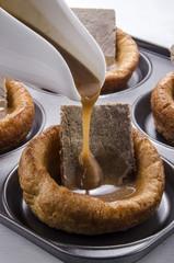 Yorkshire-Pudding mit Roastbeef und Sauce