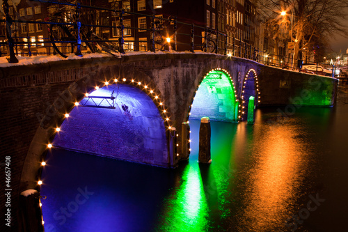 Keuken foto achterwand Kanaal Enlightened bridge over canal in Amsterdam by night