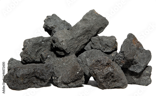 Kohle auf weißem Hintergrund - 46672600