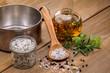 Frische Gewürze, Kräuter und Öl