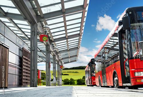 Leinwanddruck Bild Moderner Busbahnhof auf dem Land - Bus Stop in the Countryside