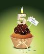 Cupcake mit Geburtstagskerze die Zahl 5