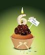Cupcake mit Geburtstagskerze die Zahl 6