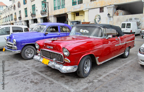 Tuinposter Cubaanse oldtimers Classic american cars in Havana.