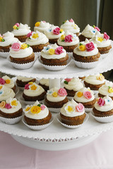 Cupcakes decorated with fondant flowers