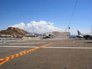 aviones de combate y portaaviones en Alicante