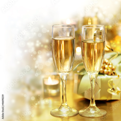 Shining Champagne Glasses (celebration)