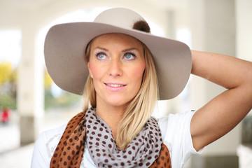 Porträt einer Frau mit Hut