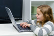 Mädchen  am Computer