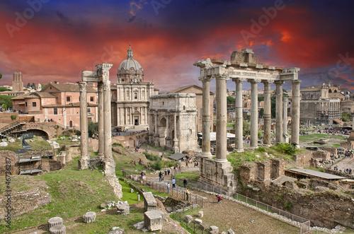 zachod-slonca-nad-starozytnymi-ruinami-rzymu-imperial-foru