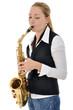 Junge Frau spielt Saxophon
