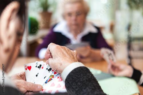 canvas print picture Drei ältere Damen spielen Karten