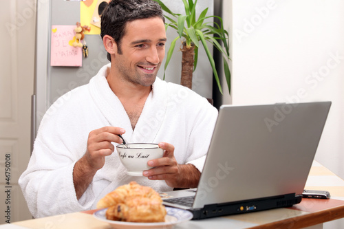 Men's breakfast with computer