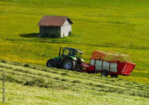 Fototapeten,traktor,wiese,heuernte,schnürung