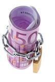 Euro Geldschein abgeschlossen mit einer Kette