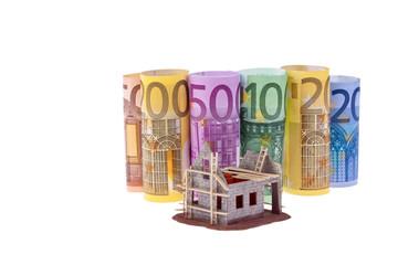 Euro Geldscheine mit Rohbau Haus