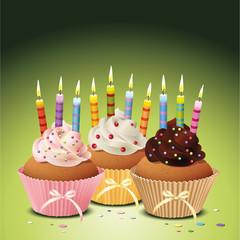 Cupcakes mit Geburtstagskerzen