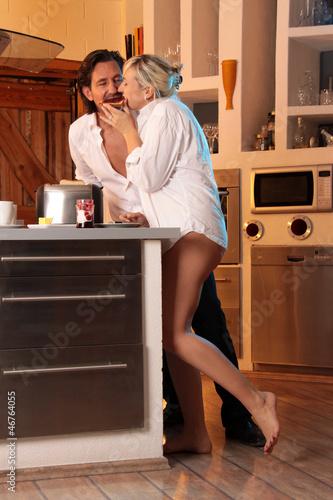 Glückliches Paar in Küche