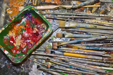 Pinsel und Farben