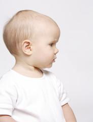 niemowle z profilu