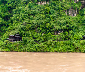 Chinese house on the banks of the Yangtze River