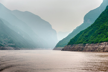 Journey to the Yangtze River along the mountains