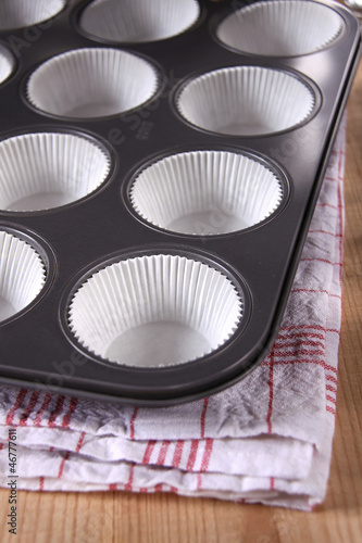 muffin backform mit papierförmchen - 46777611