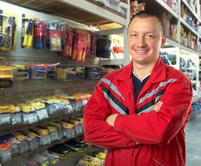 Adviser in tools shop