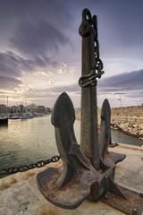Ancha oxidada y grande en el puerto pesquero de Gandía