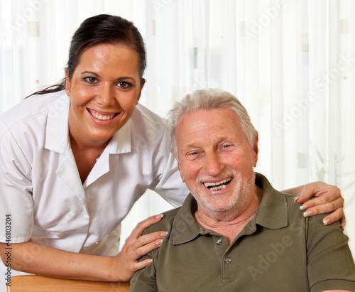 canvas print picture Pflegerin bei Altenpflege von Senioren im Altenheim