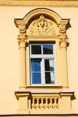Fenster mit Säulen