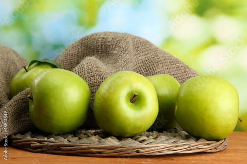 Ripe green apples with leaves