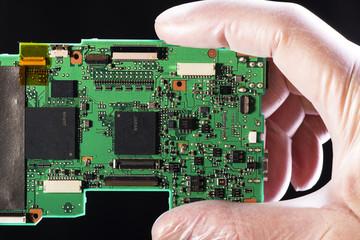 Componentes electrónicos en el laboratorio