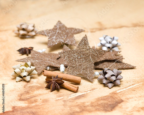 Christmas stars with bows and spices