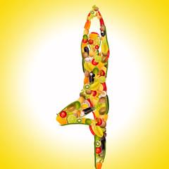 yoga frau aus früchten und gemüse