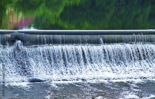Leinwanddruck Bild Wasserregulierung mit Wasserfall