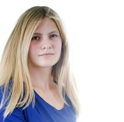 Hübsches, junges Mädchen mit langen, blonden Haaren