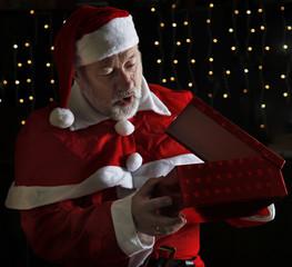 Neugieriger Weihnachtsmann